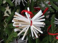 Albero Di Natale Con Cannucce Di Carta.Un Albero Di Natale Fatto Con Le Cannucce Lavori Creativi